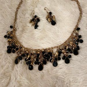 Black & Gold Statement Necklace w/Earrings